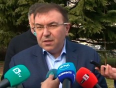 """Министърът: Няма да бъде нарушен ваксинационния план заради намалените доставки на """"АстраЗенека"""""""